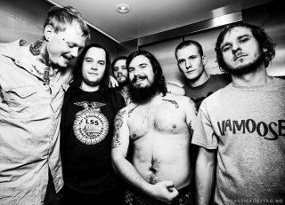 Kvelertak-backstage-2011